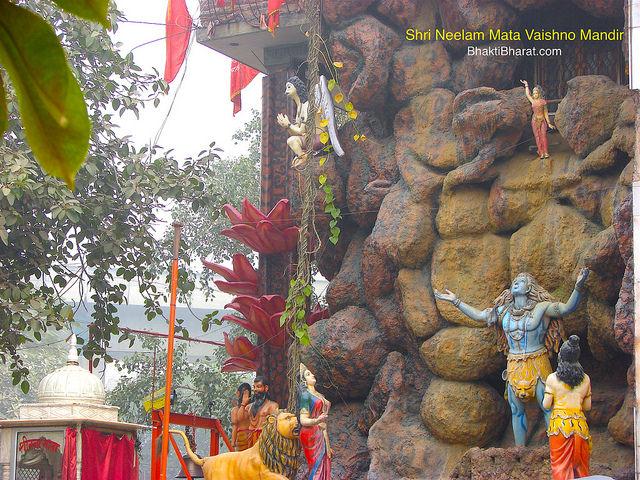 सृष्टि के निर्माता ब्रह्मा जी के कमंडल से राजा भागीरथ द्वारा देवी गंगा के धरती पर अवतरण दिवस को गंगा दशहरा के नाम से जाना जाता है।