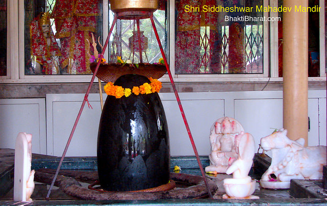 As per Hindu religion, the Sawan is considered holiest month of the year. And सावन के सोमवार (Sawan Ke Somwar) are most favorable day of Lord Shiva.
